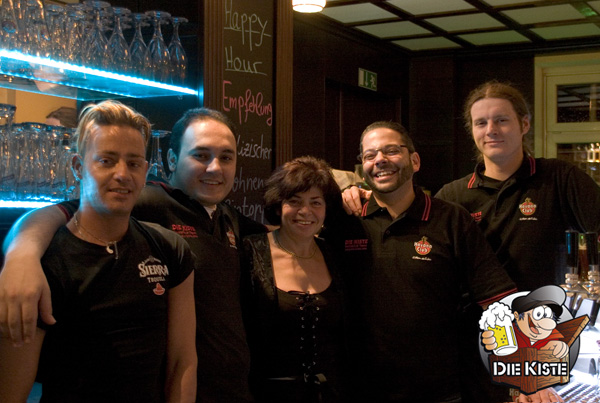 Die Mitarbeiter in der Cocktailbar Die Kiste in Cuxhaven