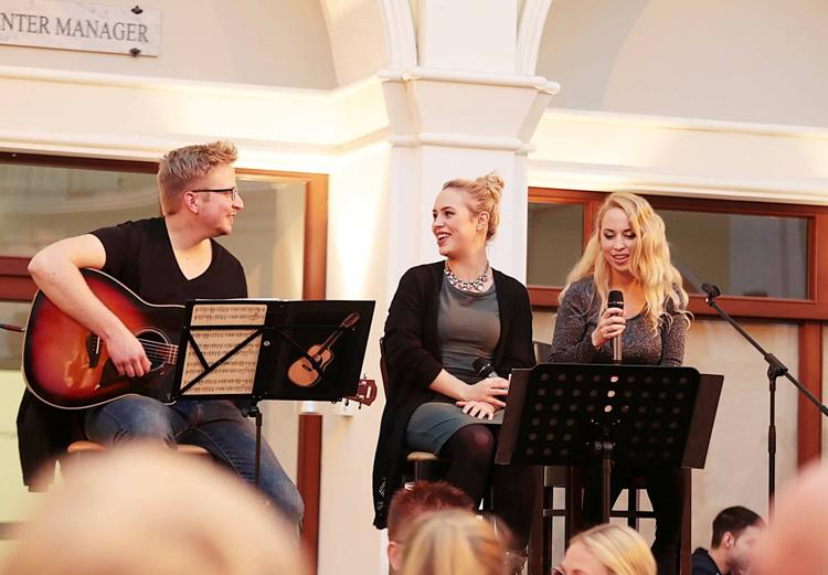 Harmonia - Hochzeitssängerinnen - Live in der DIE KISTE in Cuxhaven